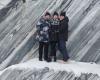 Работники госохраны Петербурга вместе с семьями посетили легендарный мраморный каньон